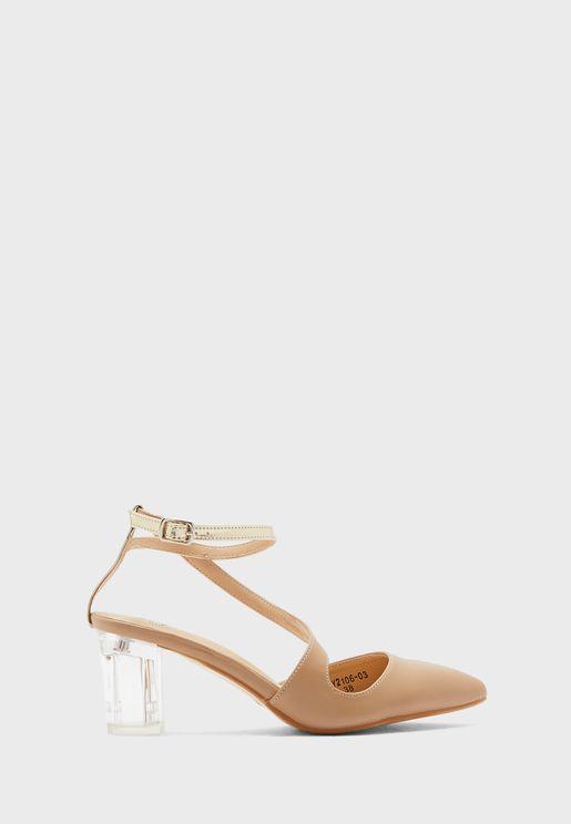 حذاء بكعب شفاف