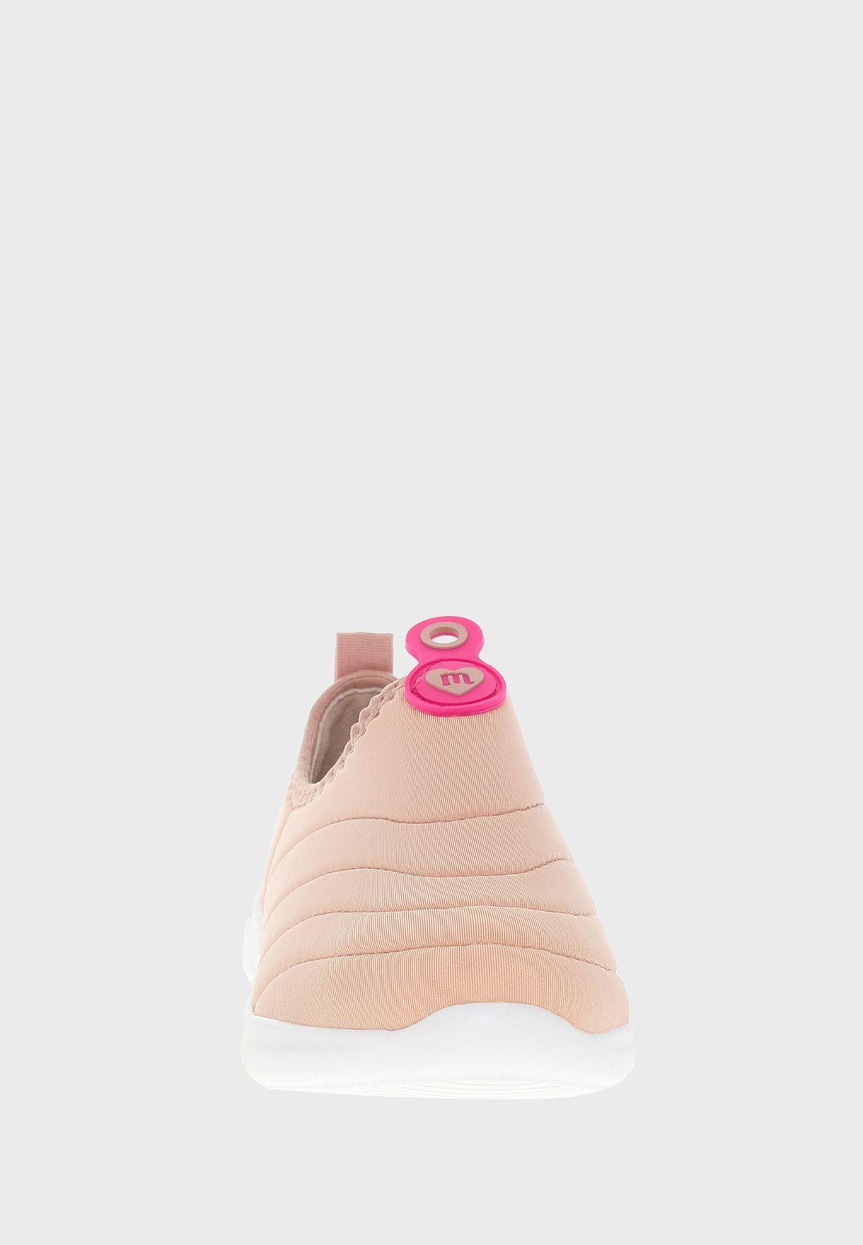 حذاء رياضي سهل الارتداء