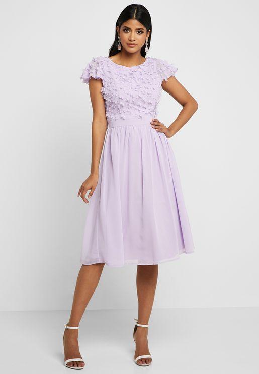فستان مزين بالازهار