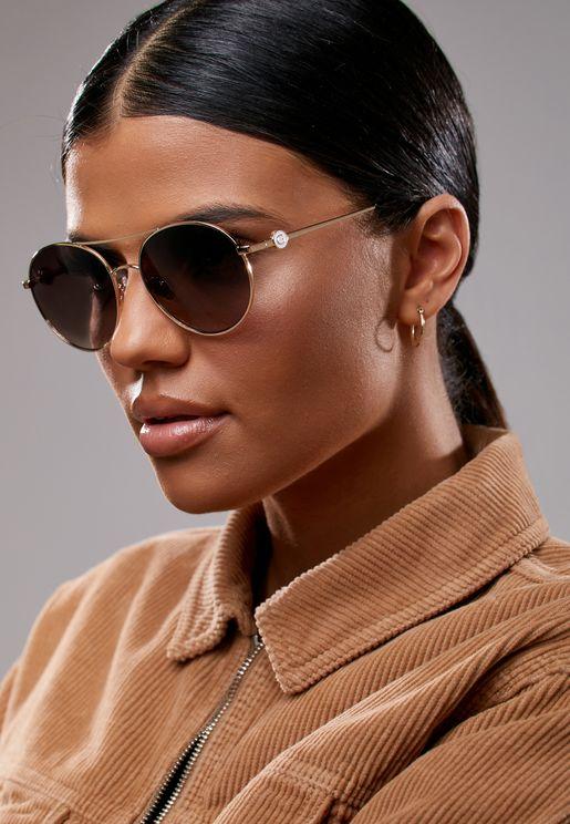 نظارة شمسية كبيرة عاكسة