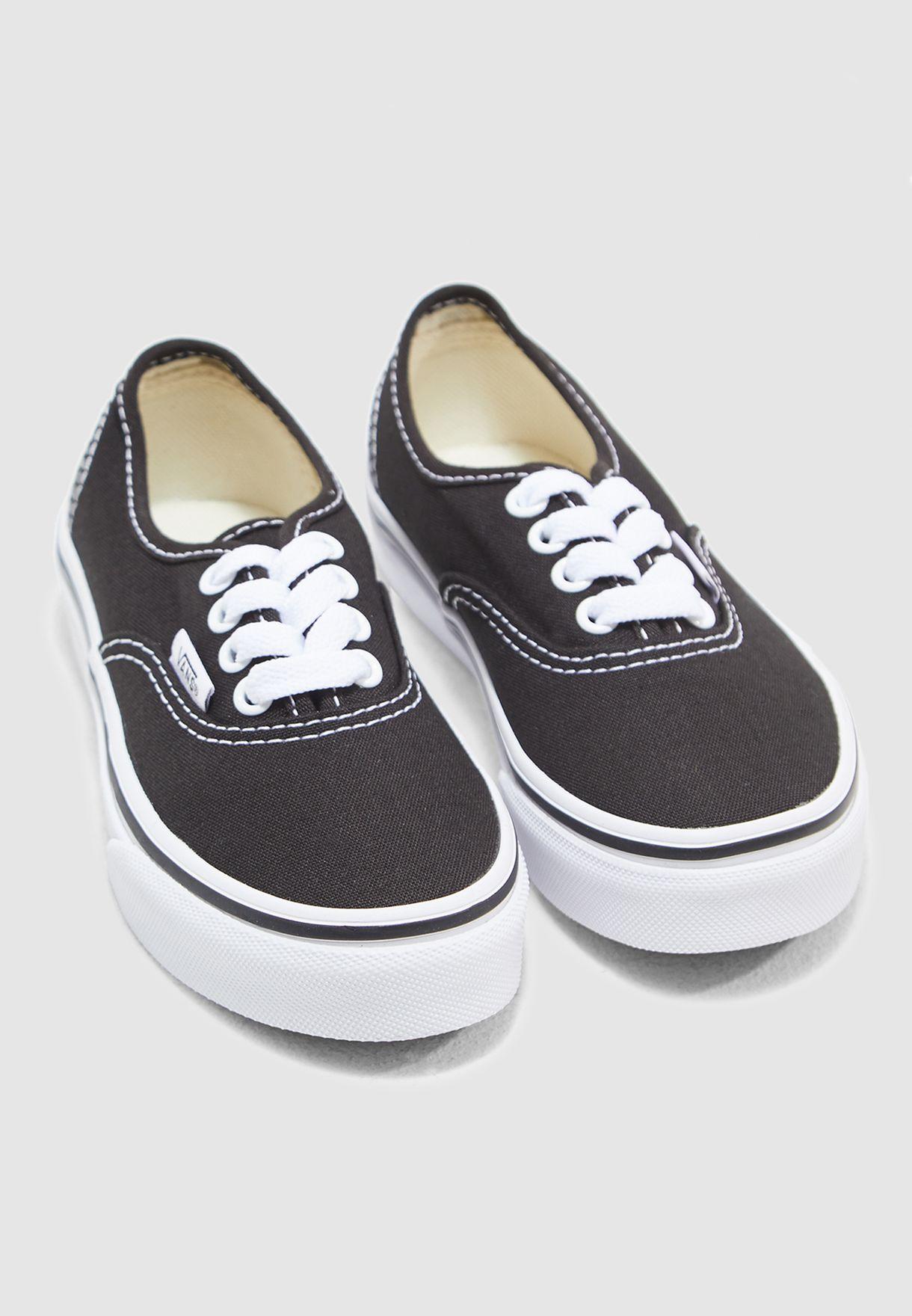 حذاء كانفاس كلاسيكي