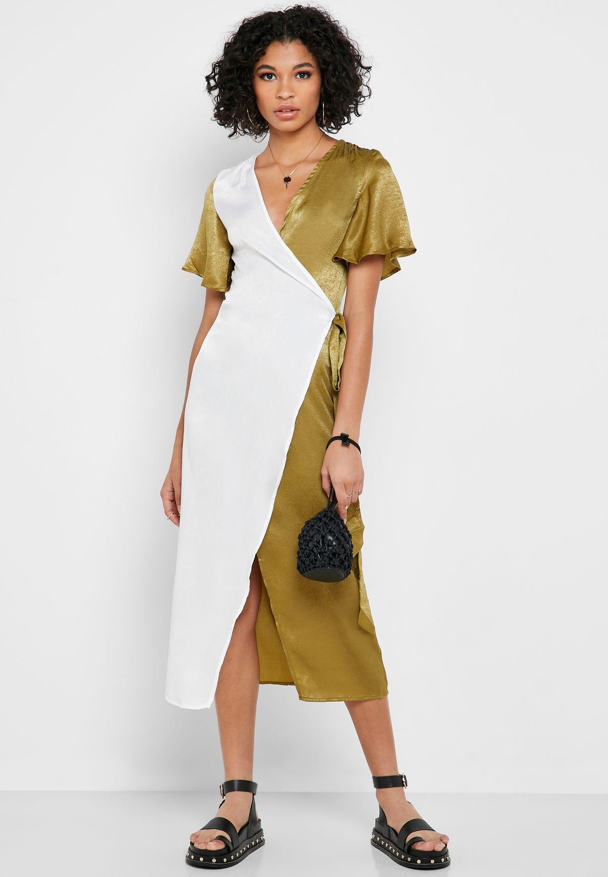 فستان ساتان بأكمام واسعة