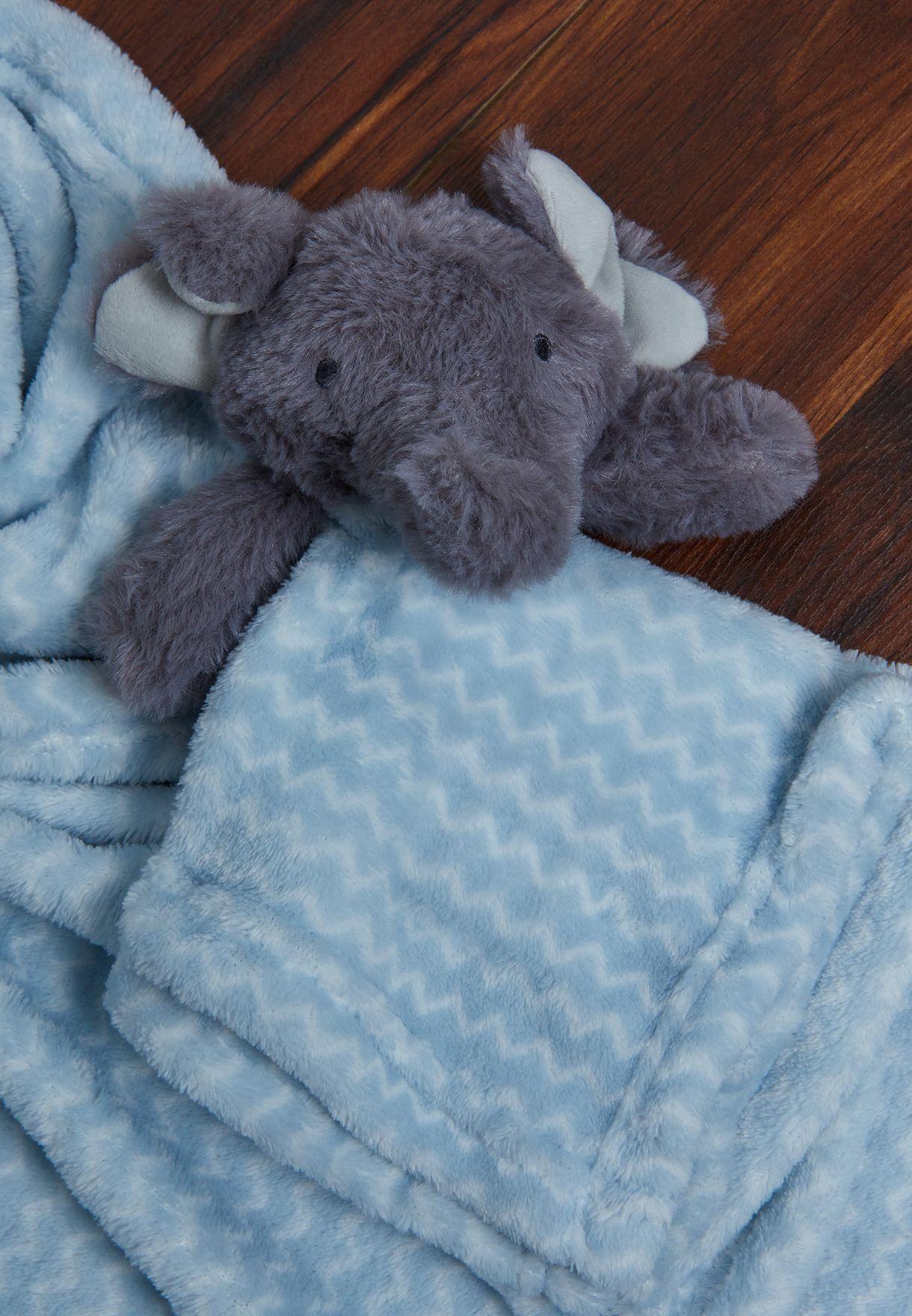 طقم بطانية ولعبة بشكل قيل
