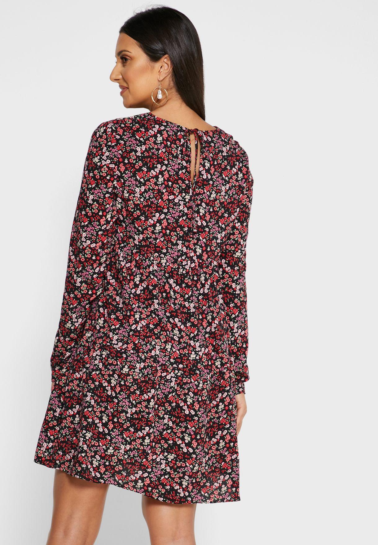 فستان بطبعات ازهار ناعمة