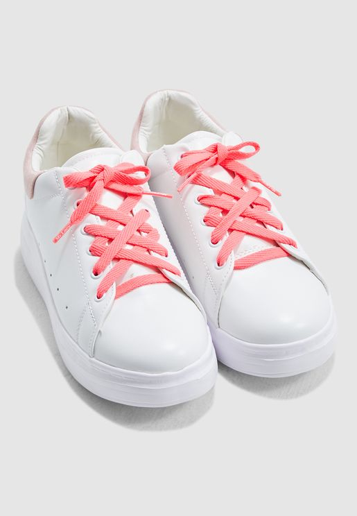 اربطة حذاء رفيعة