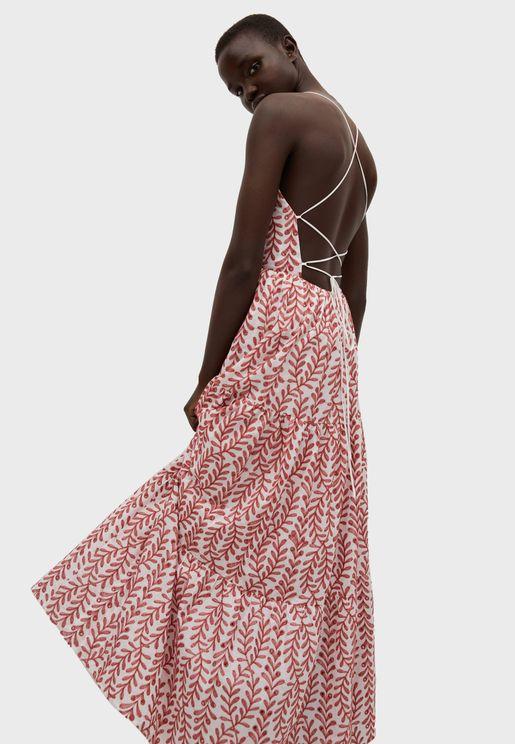 فستان بفحة في الخلف