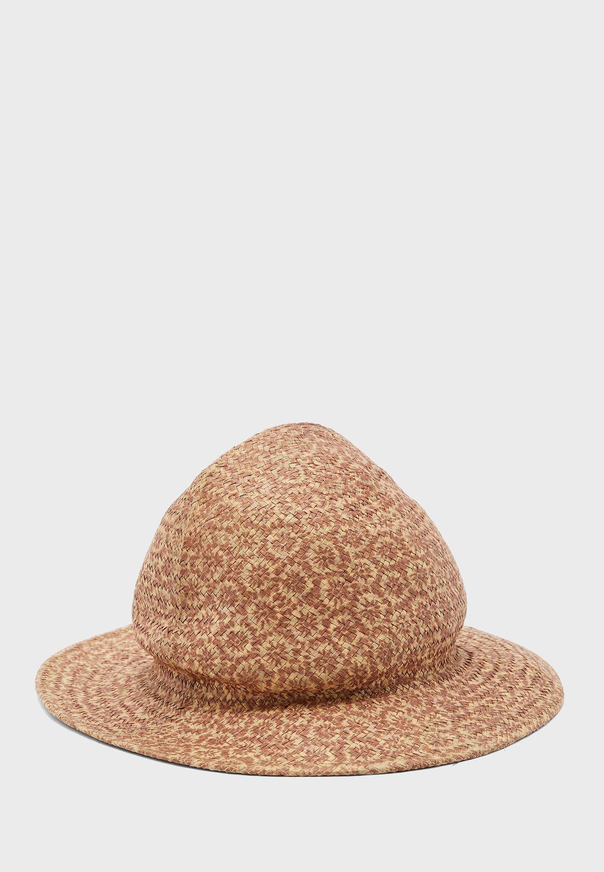 قبعة بطبعات ازهار