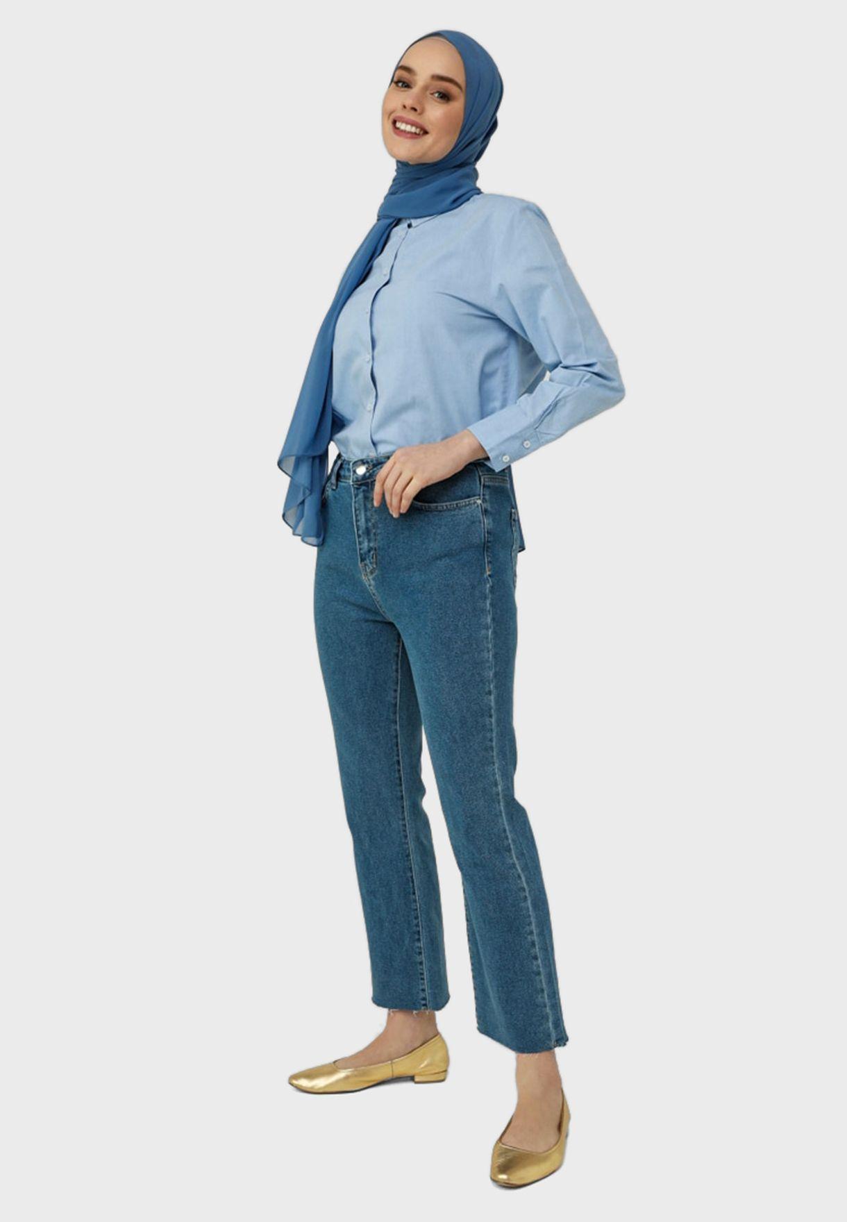 جينز بأرجل واسعة