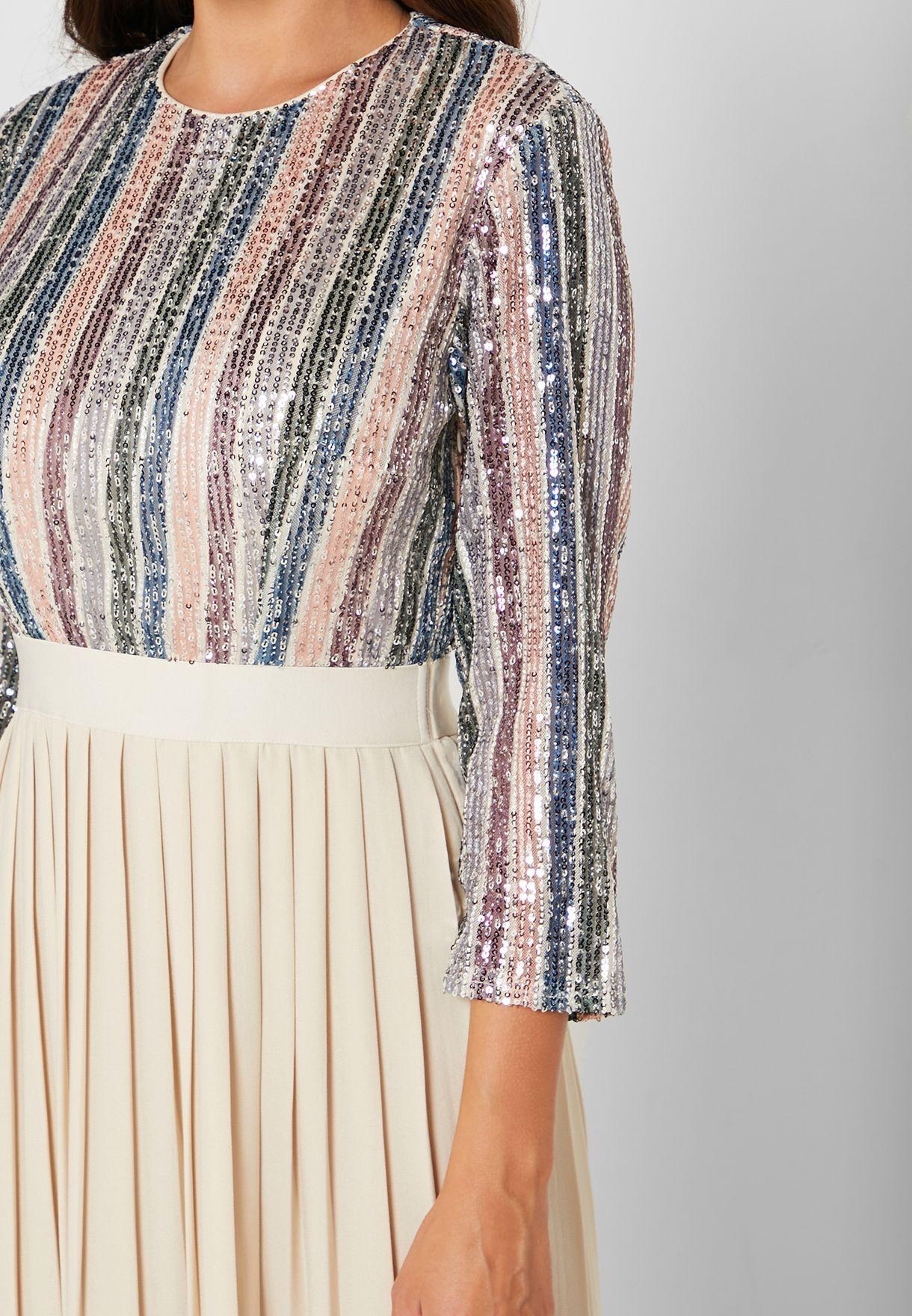 فستان مخطط مرصع بالترتر