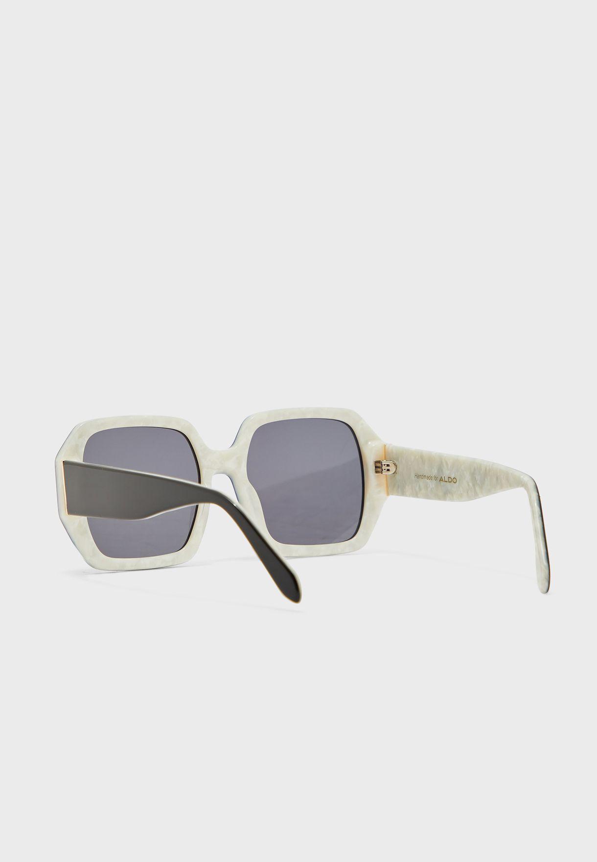 نظارة شمسية كبيرة بأذرع عريضة