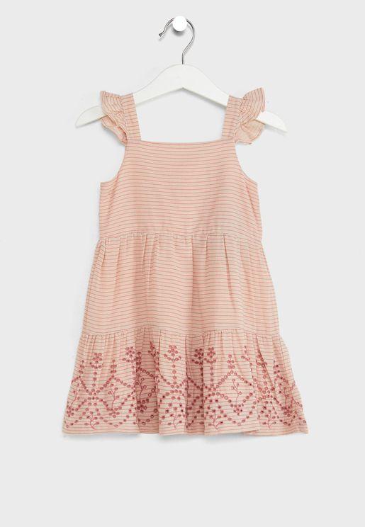 فستان مطرز بحواف مكشكشة