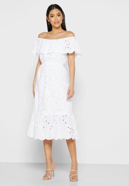فستان بكشكش على الاكتاف