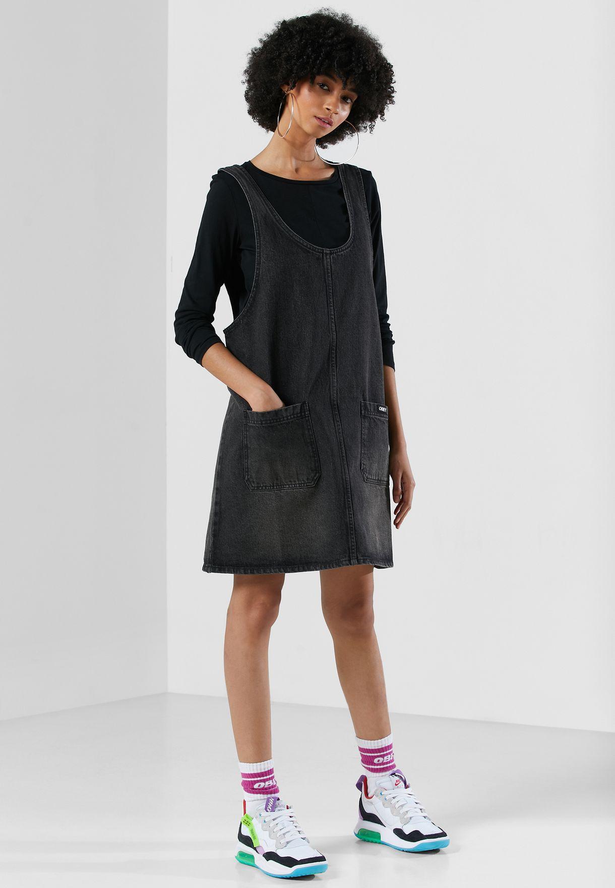 فستان جينز بحمالات عريضة