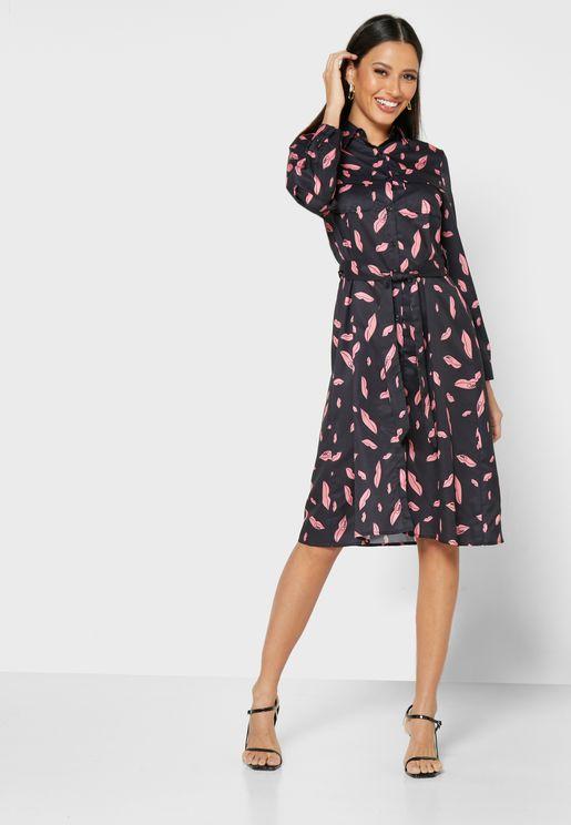 فستان بطباعة شفاه