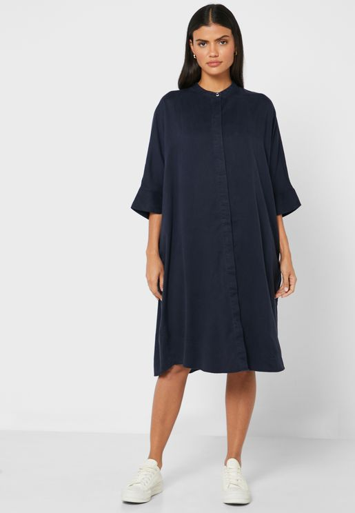 فستان فضفاض بياقة عالية