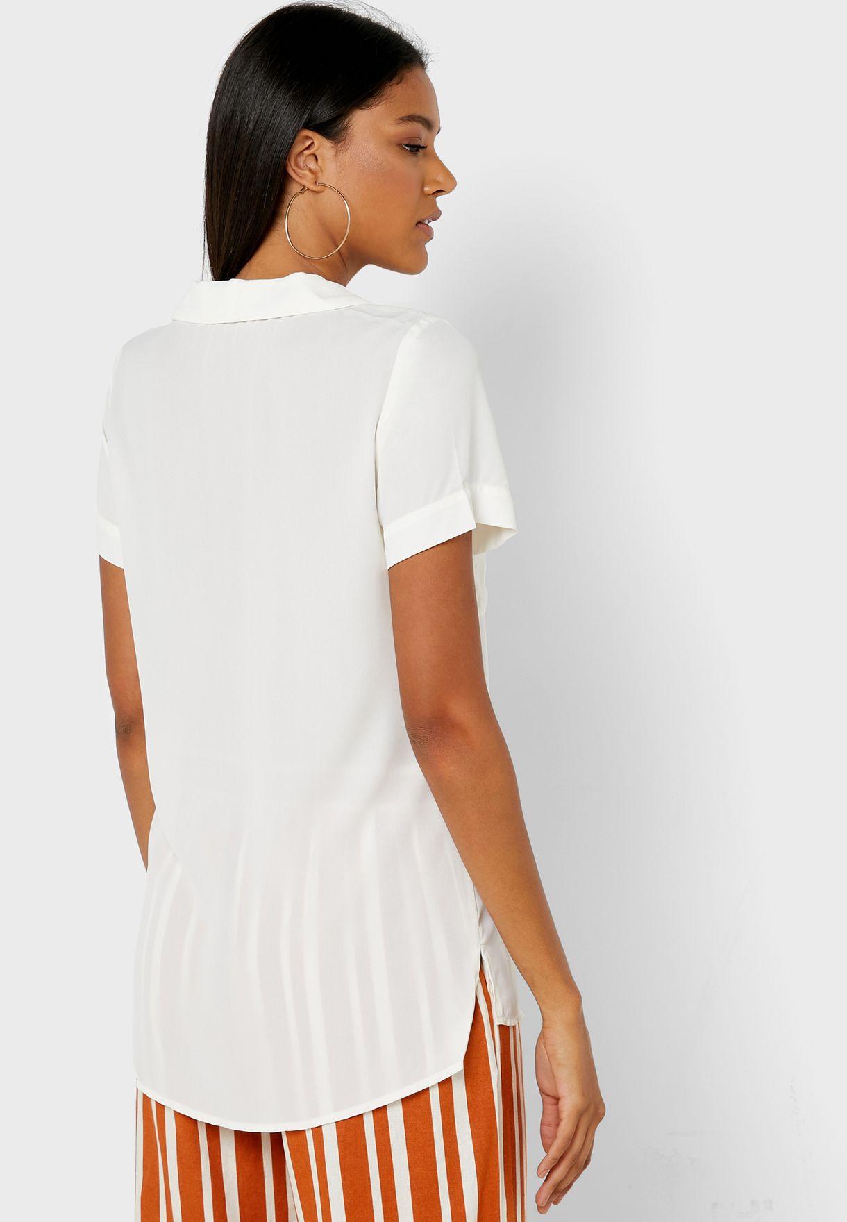 قميص باكمام قصيرة و جيب امامي