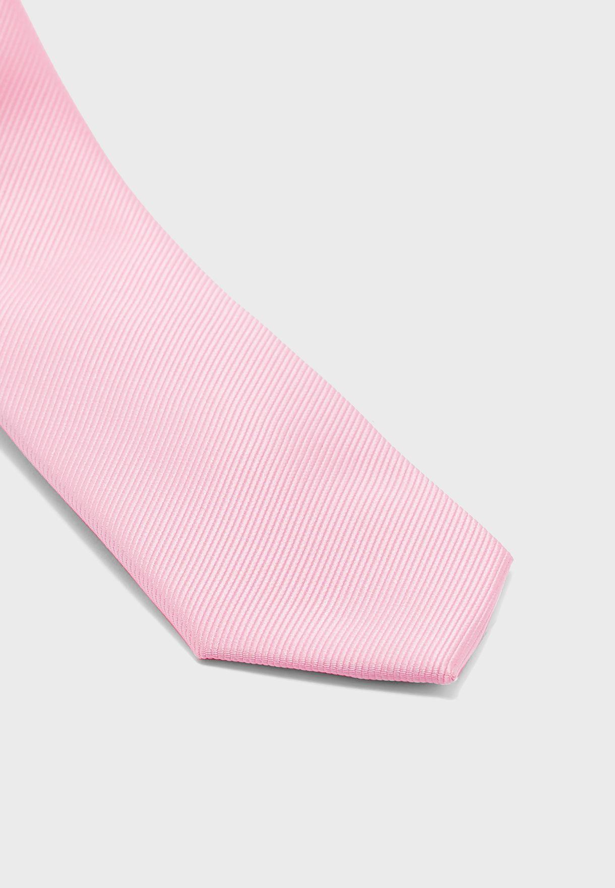 ربطة عنق مدببة