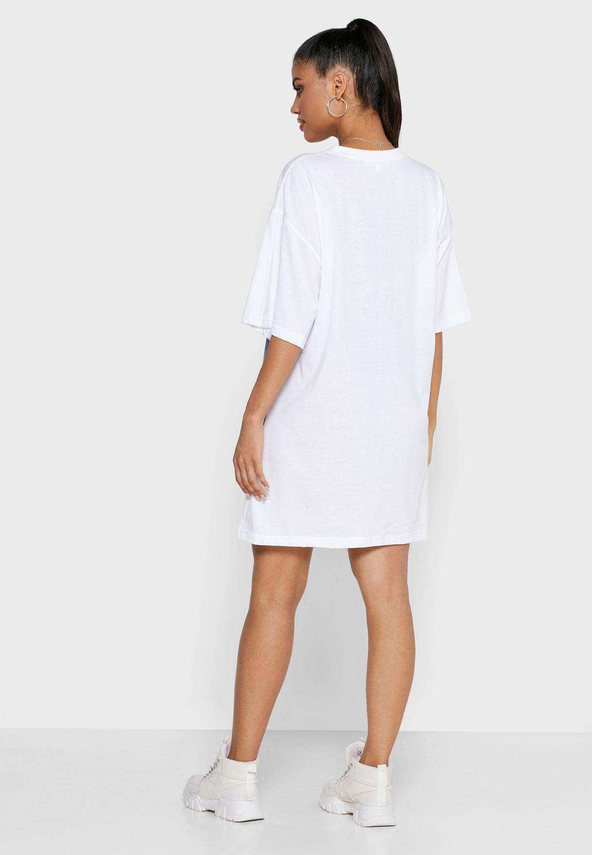 فستان فضفاض مزين بجرافيك