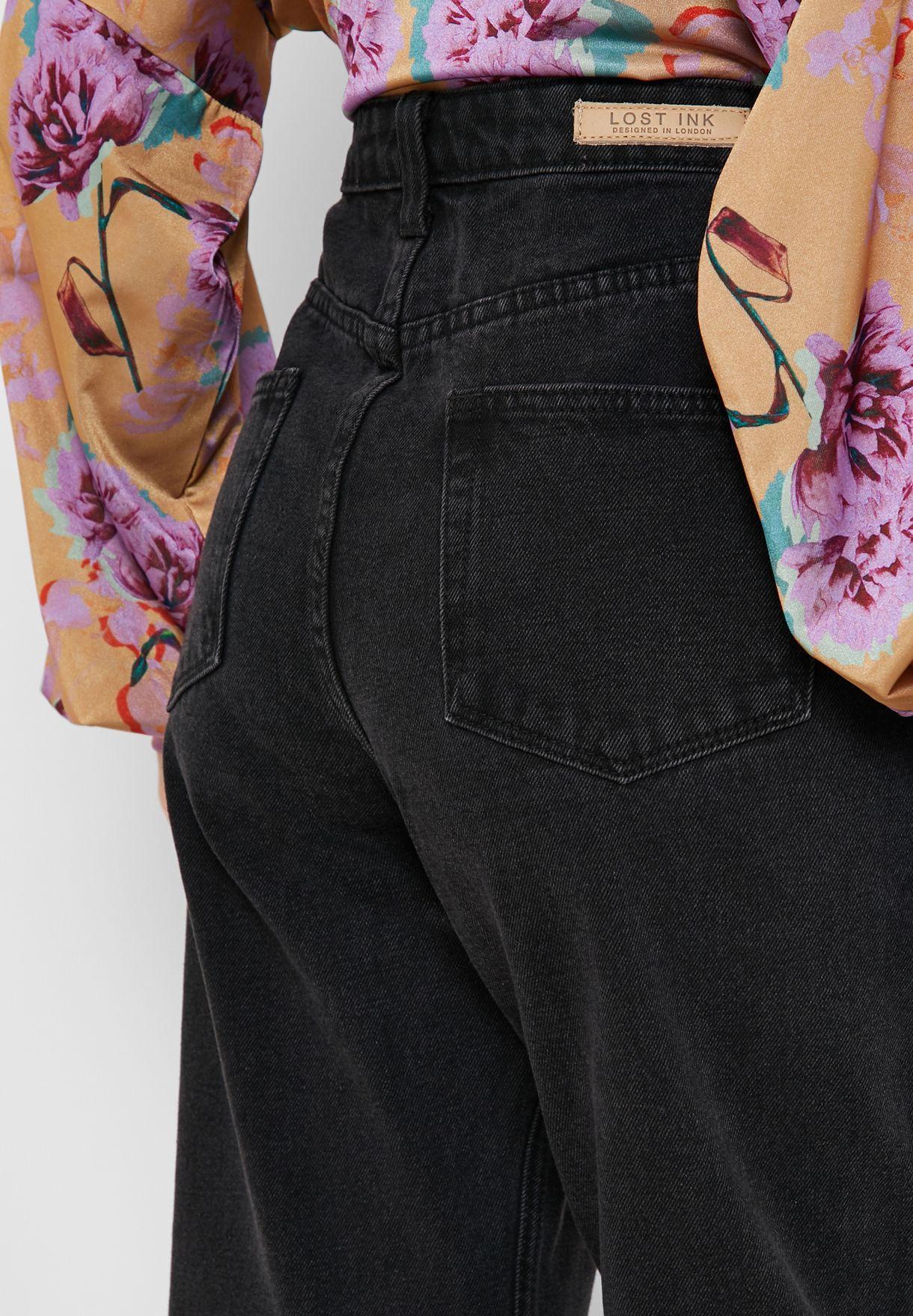 جينز بخصر عالي ومزين بدانتيل في الجانب