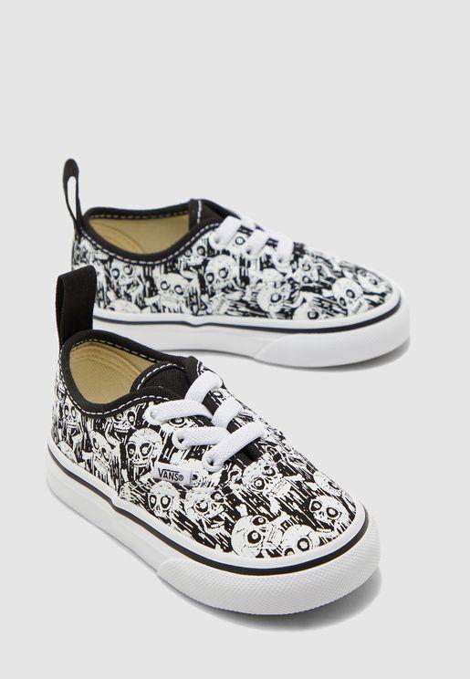 حذاء بطباعة جماجم