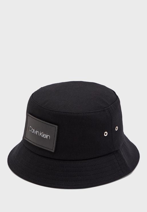 قبعة بفتحات للتهوية