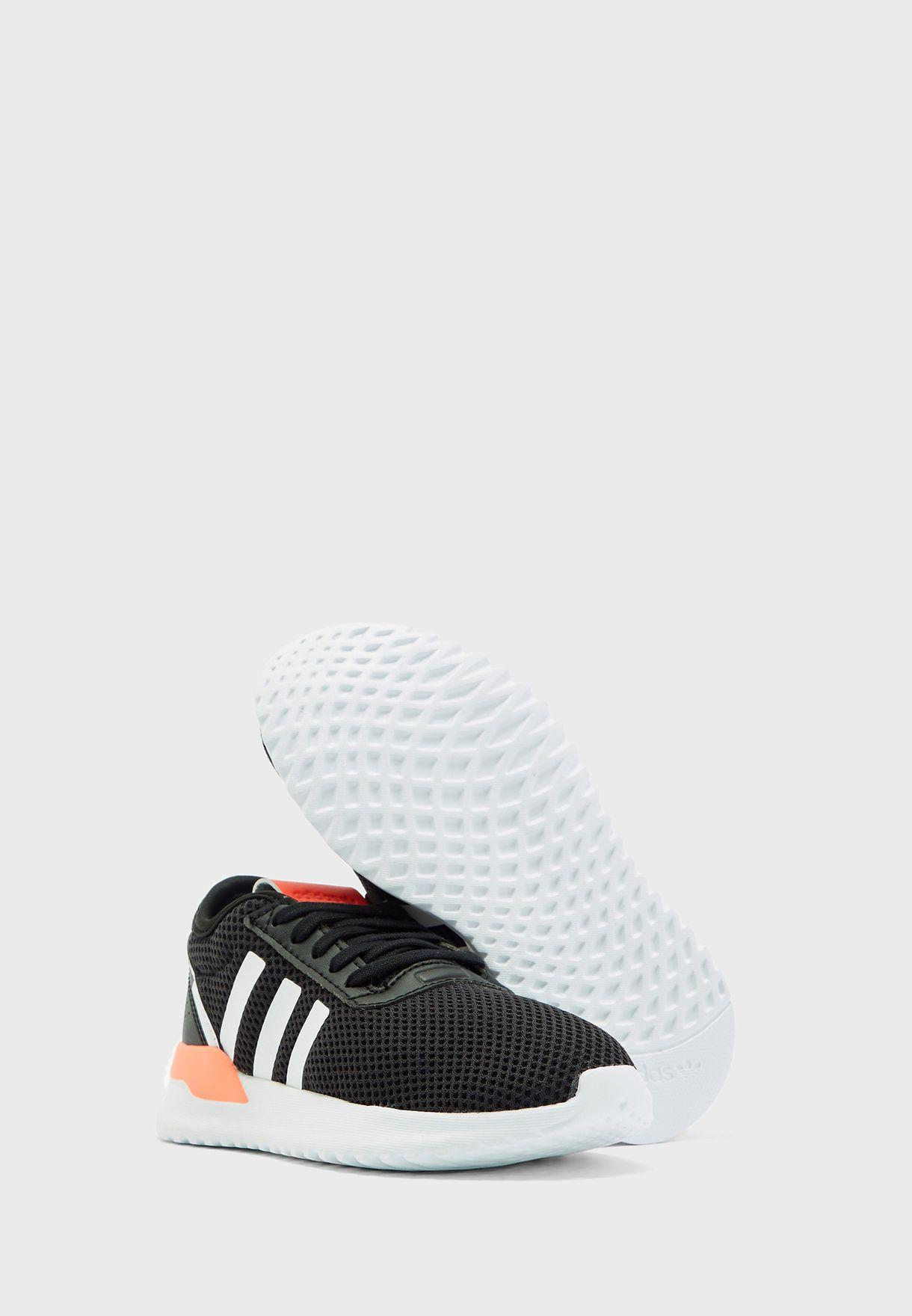 حذاء يو_باث اكس