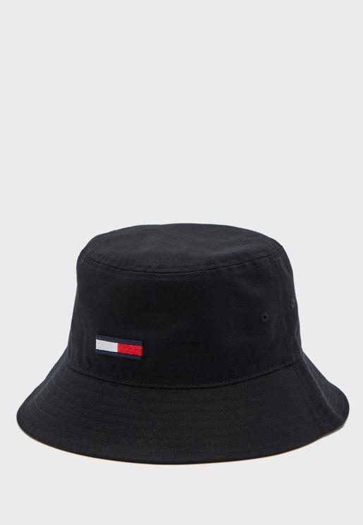 قبعة بتطريز شعار الماركة