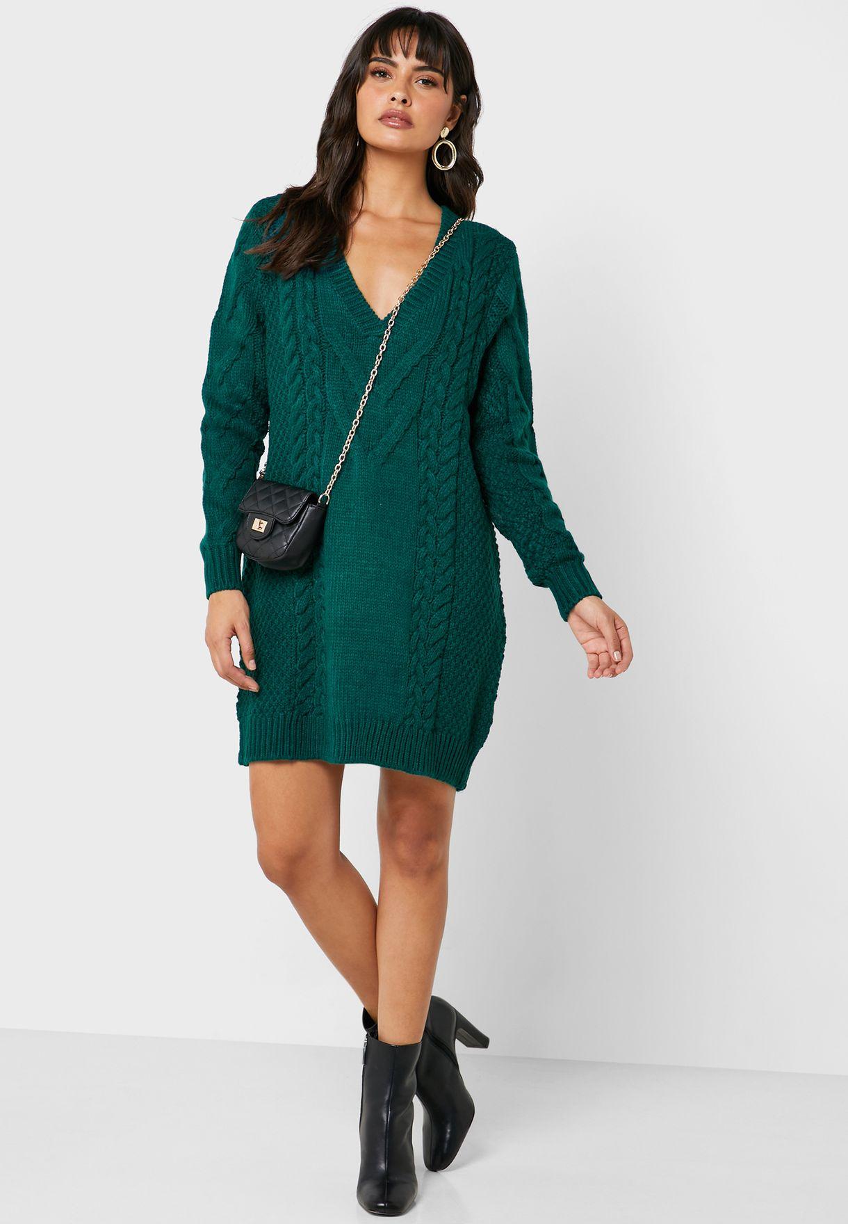 فستان محبوك بياقة V