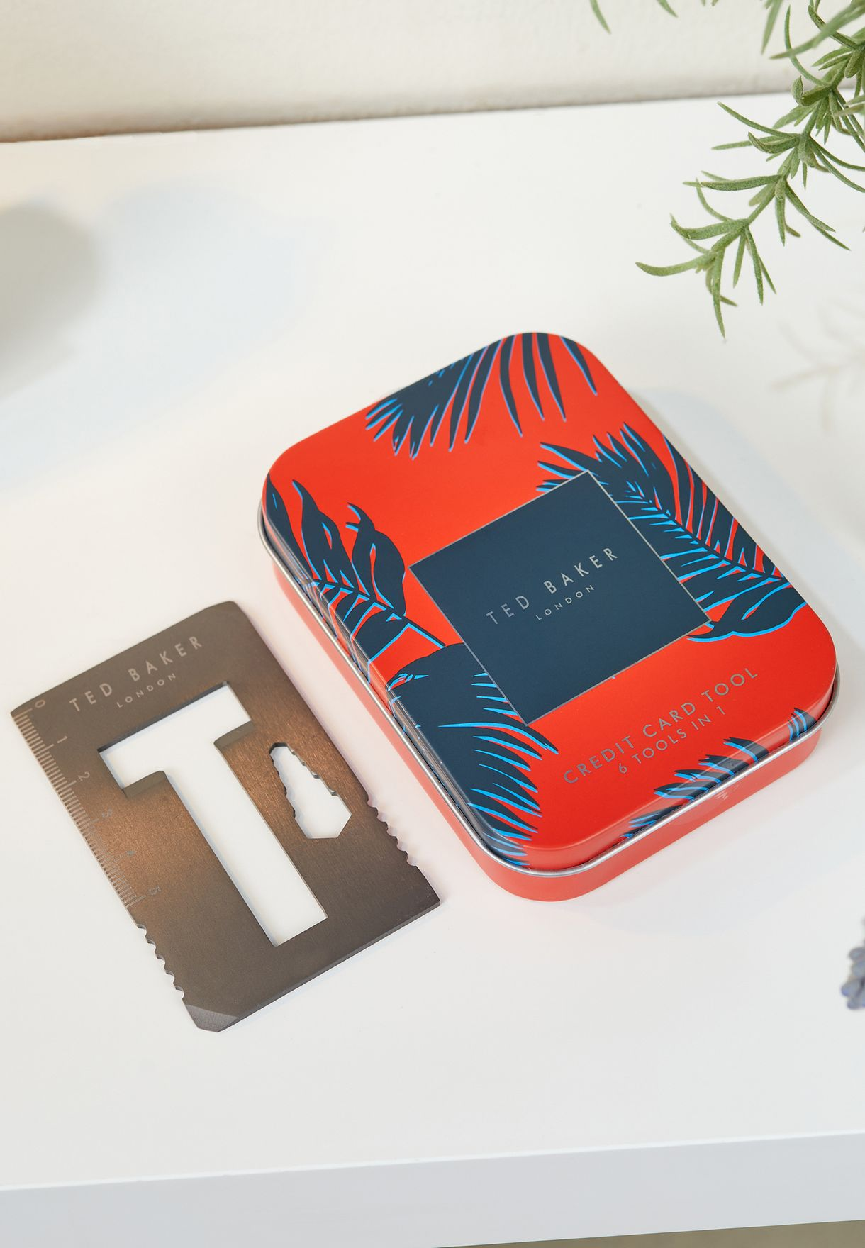 أداة بطاقة الائتمان متعددة الاستخدام