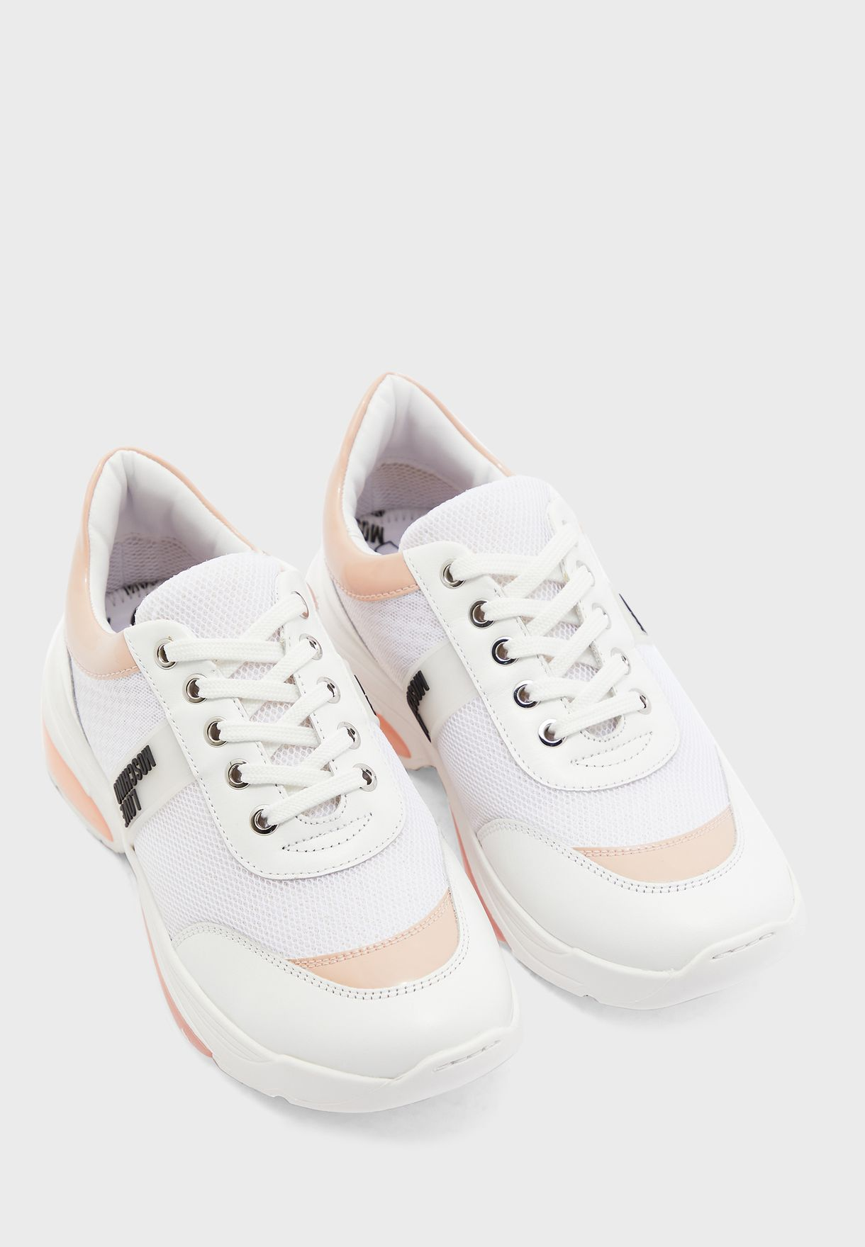 حذاء سنيكرزباربطة