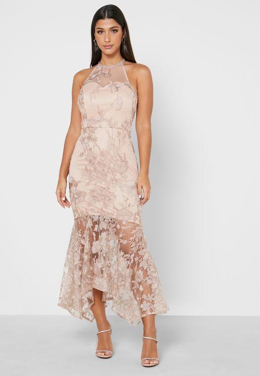فستان بتطريز زهور