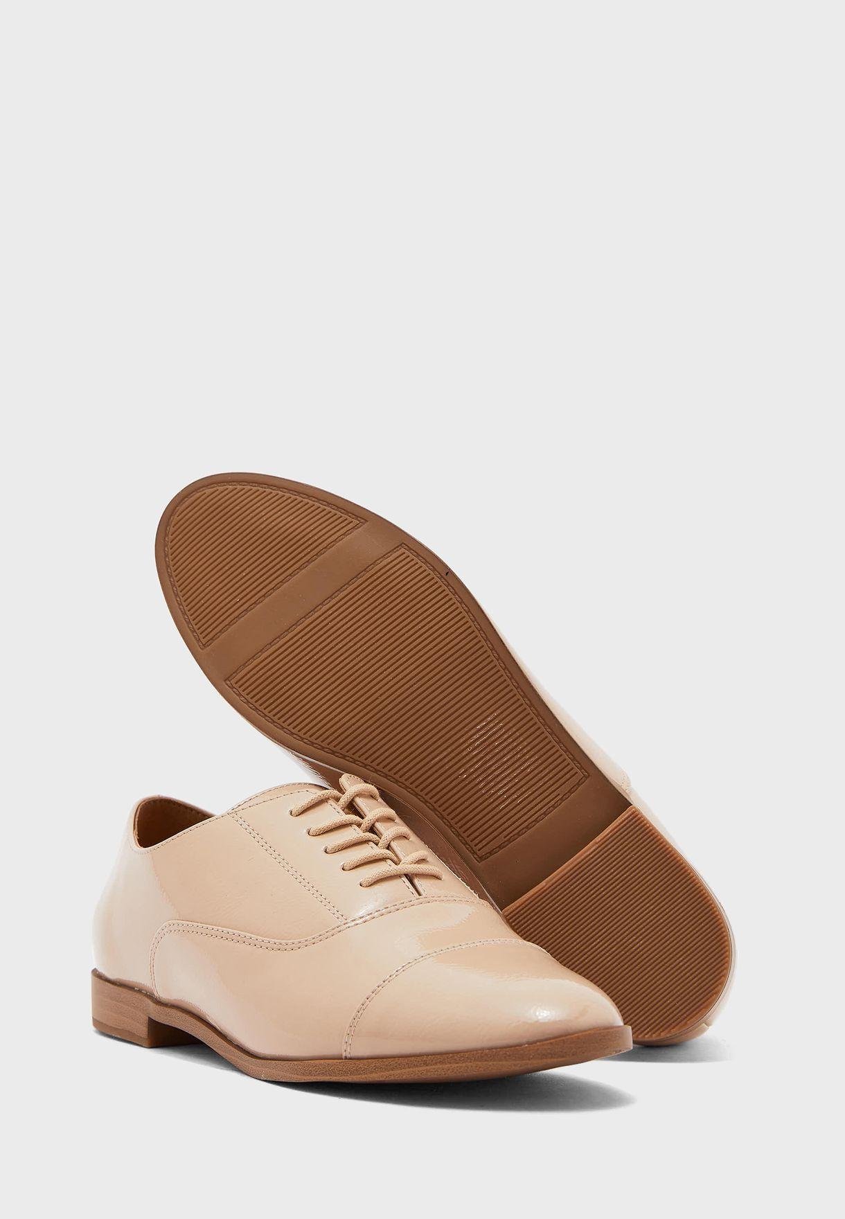 حذاء باربطة علوية