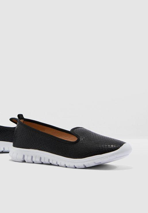 حذاء فلات لامع