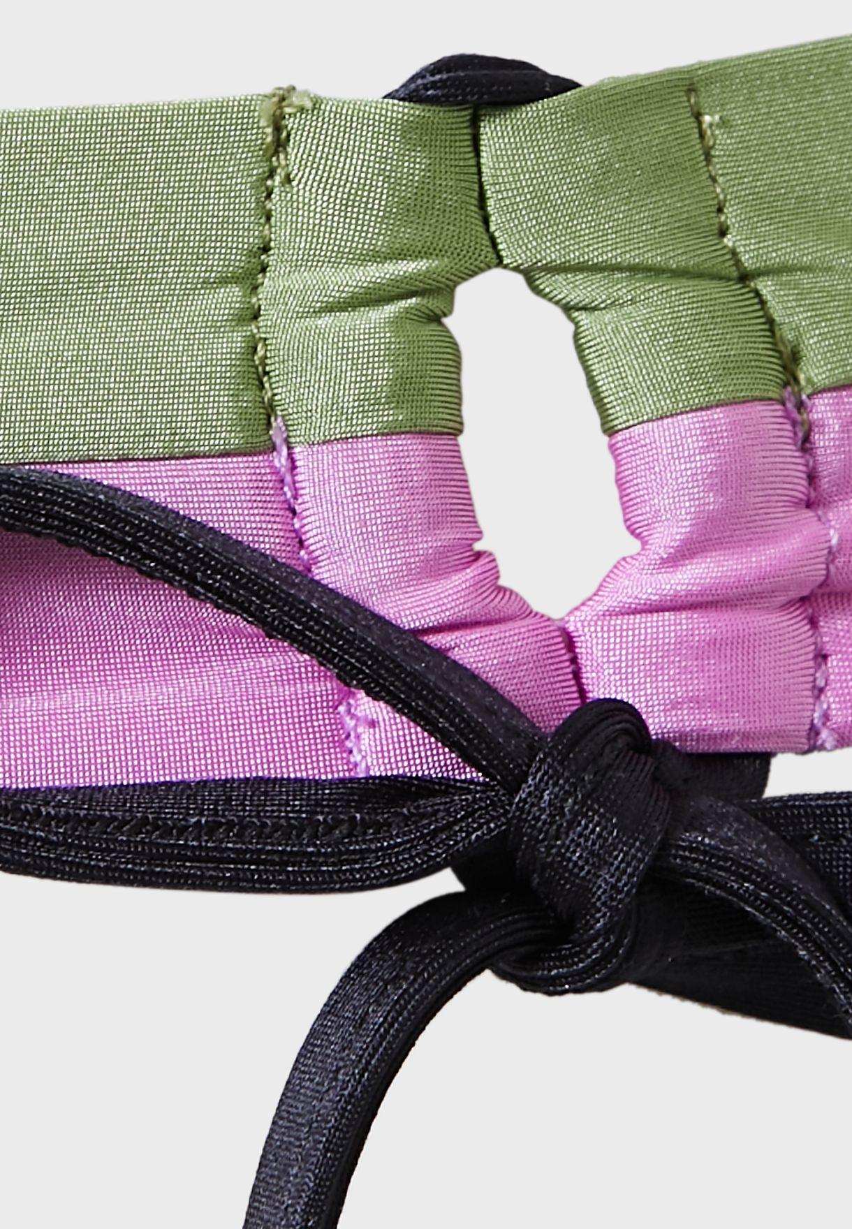 سروال بيكيني بأربطة جانبية وطبعات
