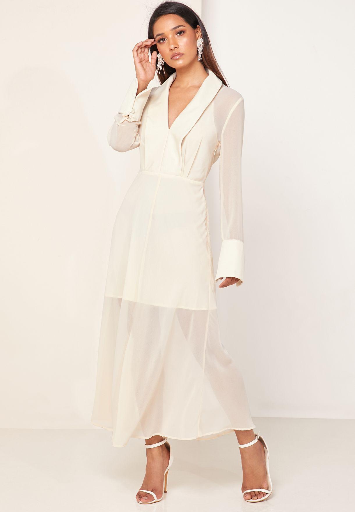 فستان بأجزاء شفافة واكمام طويلة