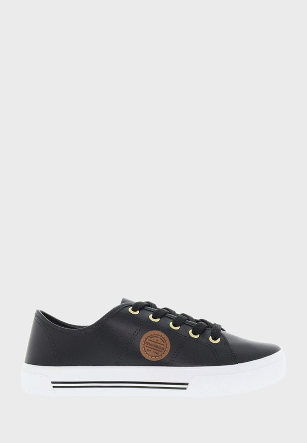 Ari Low-Top Sneakers