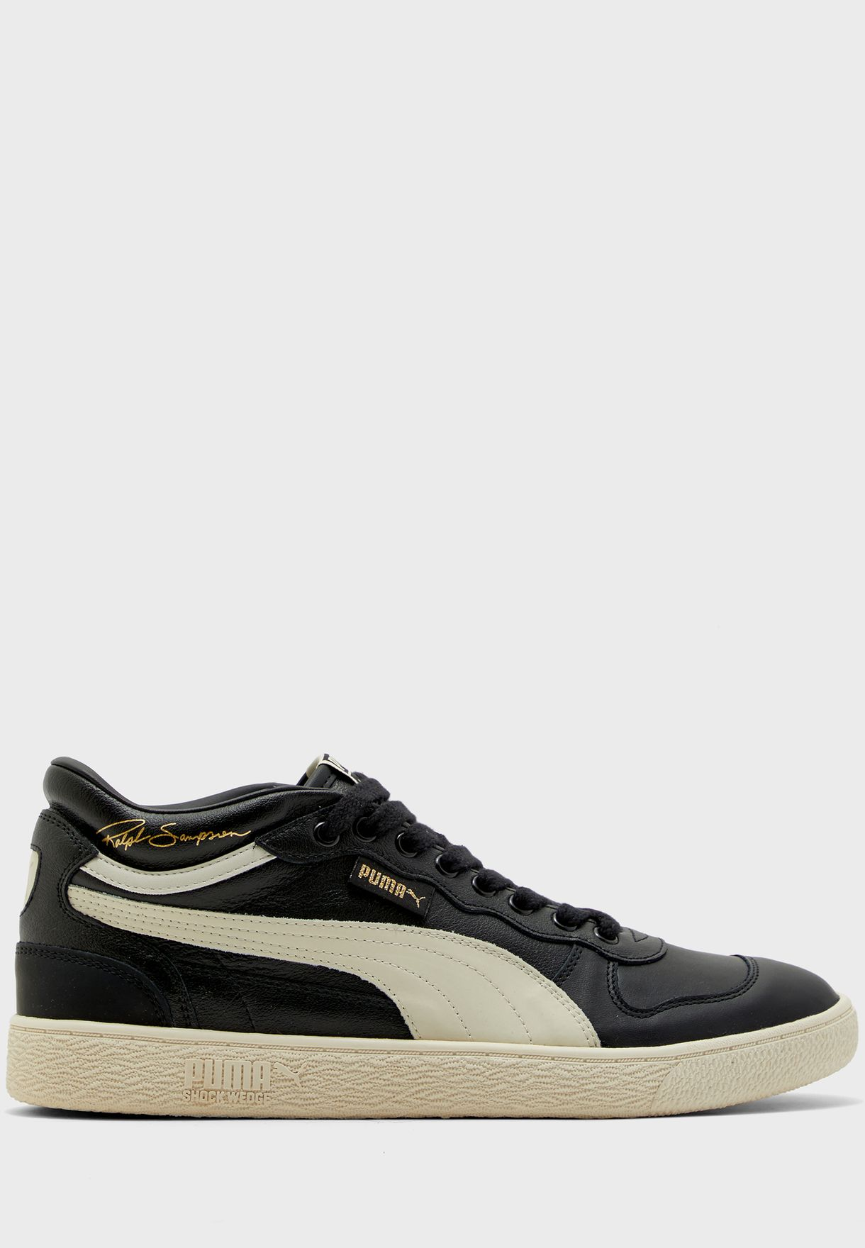 حذاء من مجموعة رالف سامبسون