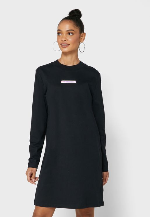 فستان بنمط تيشيرت