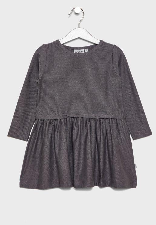 فستان بأكمام طويلة وأجزاء كشكش