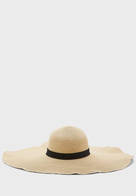 قبعة كبيرة بشريط اسود