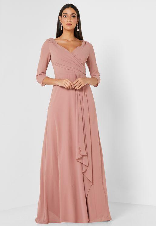 فستان بكسرات واطراف غير متماثلة الطول