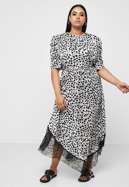 فستان بحافة دانتيل