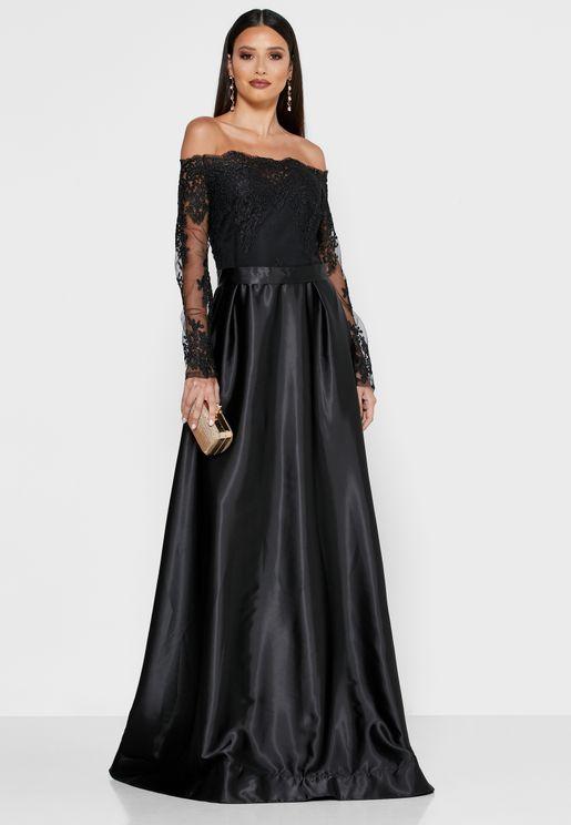 فستان عاري الاكتاف ومزين بترتر