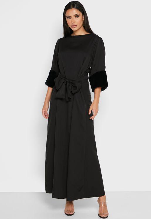 فستان مزين بالفرو