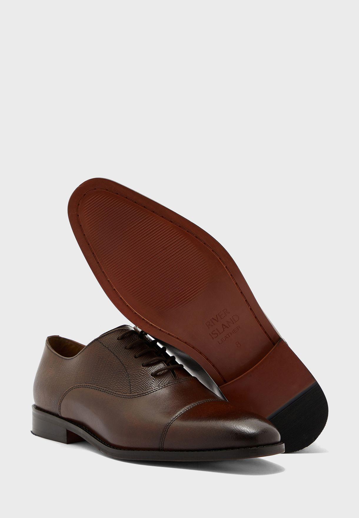 حذاء كلاسيكي باربطة