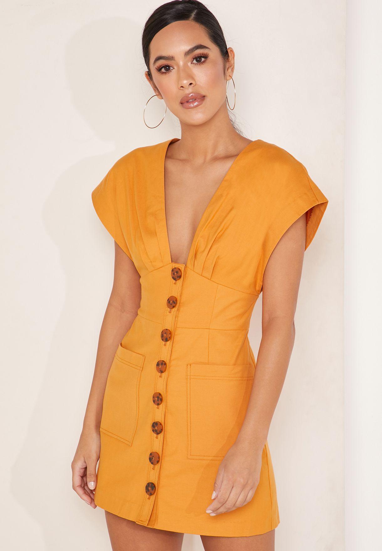 فستان قصير بأزرار امامية