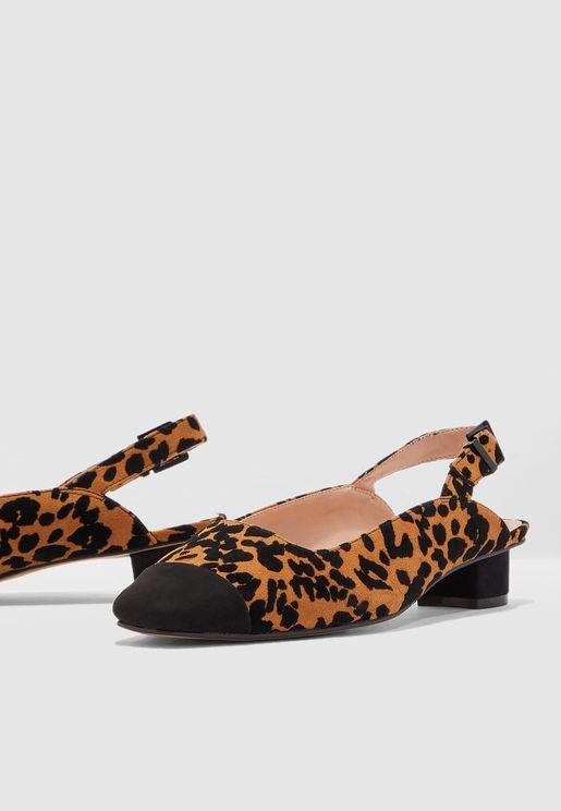 حذاء شامواه بطبعات