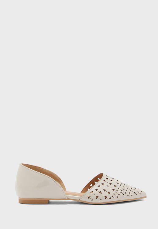 حذاء سهل الارداء