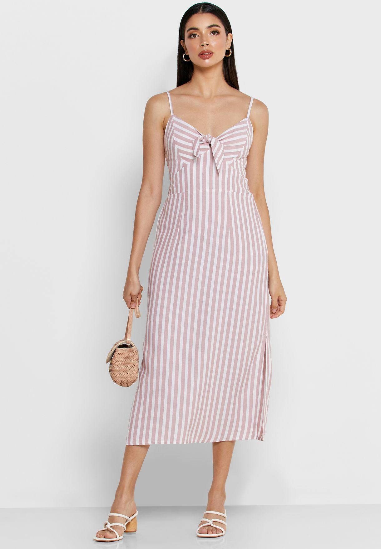 فستان مخطط مزين بعقدة