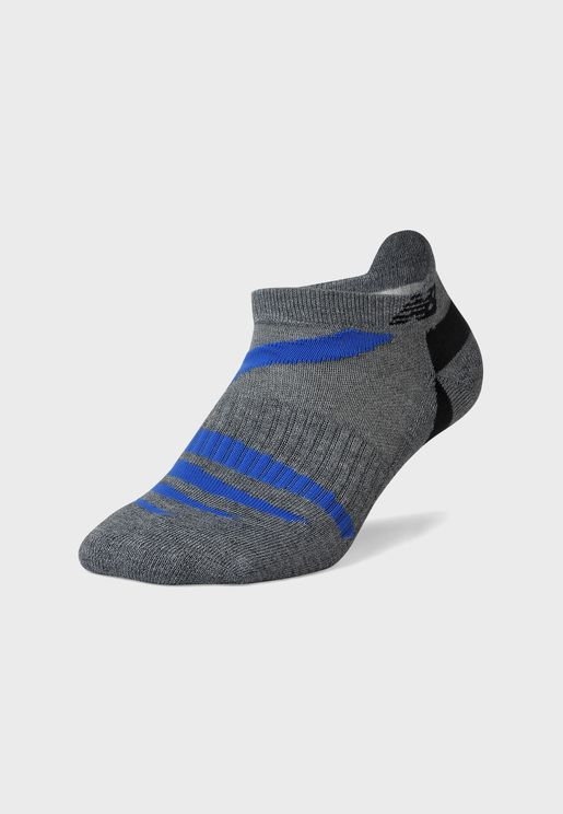 جوارب قصيرة بشعار الماركة